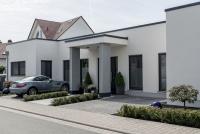 Das neue Eigenheim von Karin und Heinz Jörg Göbert besticht nicht nur durch innovative und effiziente Heiztechnik, auch optisch fällt das Haus aus dem Rahmen.