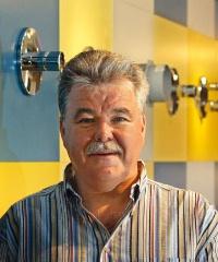 TSC-Leiter Alois Schönweger setzt die Hansgrohe-Produkte in der Entwicklungsphase harten Tests aus. Besonders achtet er auch darauf, was mit den Produkten bei Einbau und Reinigung passiert.