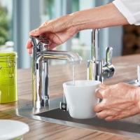 kochendes und gek hltes trinkwasser aus einer einzigen k chenarmatur haustechnikdialog. Black Bedroom Furniture Sets. Home Design Ideas