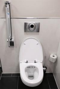 h chster patientenkomfort im klinikzimmer geberit dusch wcs auf wahlleistungsstation in kieler. Black Bedroom Furniture Sets. Home Design Ideas