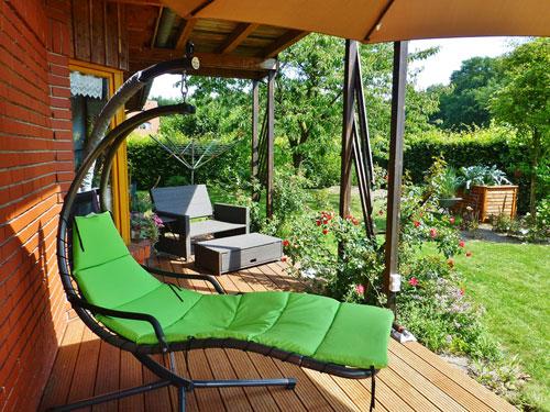Sie Können Der Kreativität Freien Lauf Lassen. Eins Ist Aber Sicher:  Terrasse Nur Im Sommer Zu Nutzen Ist Zu Schade Für Den Schönen, Ruhigen  Platz.