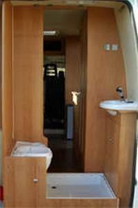 nasszelle wohnmobil raum und m beldesign inspiration. Black Bedroom Furniture Sets. Home Design Ideas